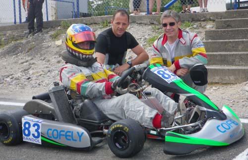 Fred entouré de Vincent au volant et de Clément