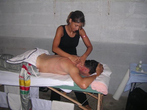 Leslie aux petits soins des pilotes aux 24H 2007