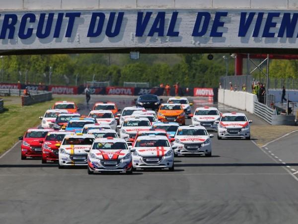 208-rencontres-peugeot-sport-2013-val-de-vienne-1-005_960