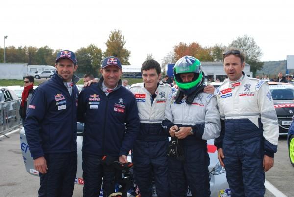 Fréderic, Joffrey et Philippe en prégrille en compagnie de Cyril DESPRES et Stéphane PETERHANSEL qui au volant de la 208 #150 finiront derrière la #183